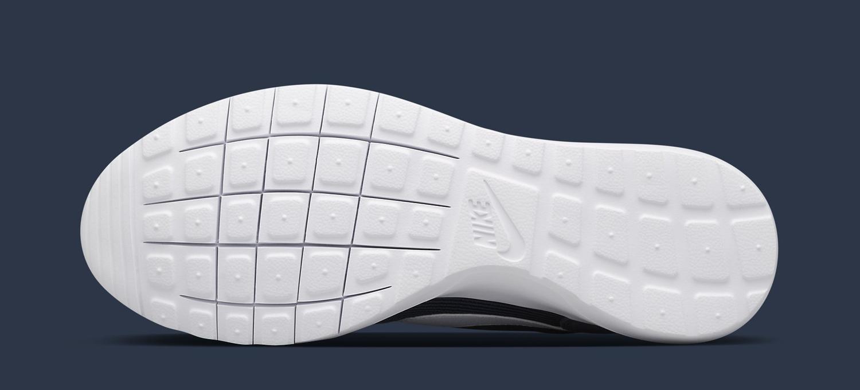 9bcf4d85613c0 Fragment x NikeLab Roshe Daybreak Release Date  01 28 15. Color   Obsidian White Style    826669-410. Price   135