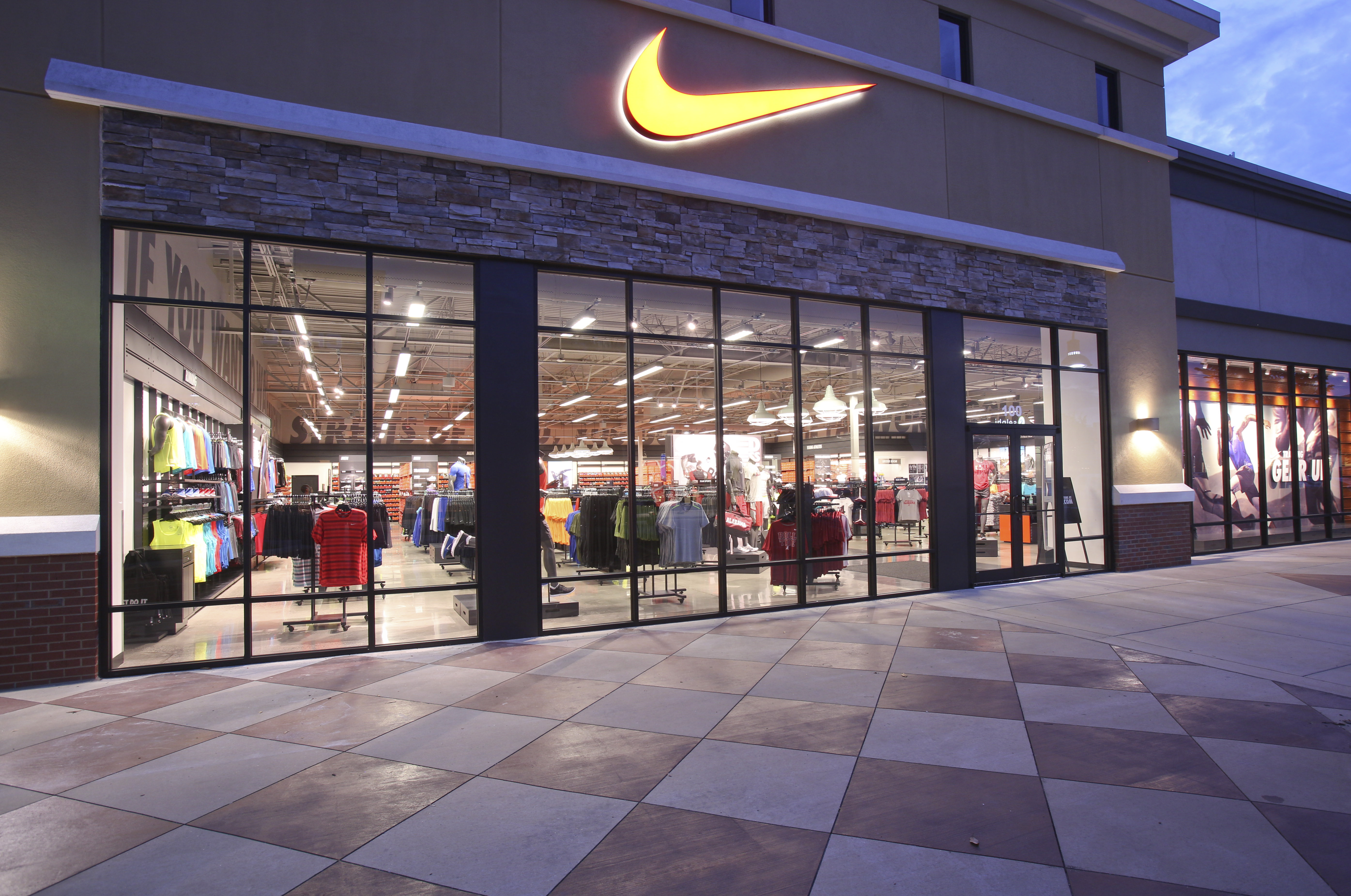 diferente a Profeta armario  Nike to Stop Supplying Products to Independent Stores By 2021 | Sole  Collector