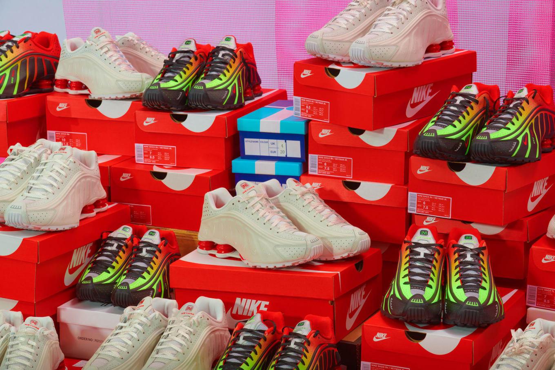 buy popular aa69b 155fd Nike Unveils Neymar s Shox R4s