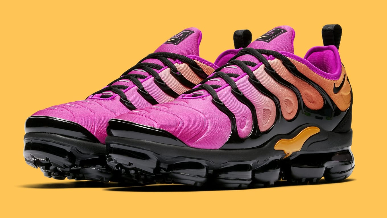 93c73cdc8e2af Nike WMNS VaporMax Plus Orange Pink Releasing