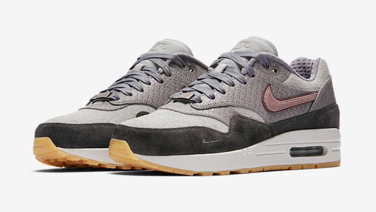 nike wmns air max 1 paris release date sole collector. Black Bedroom Furniture Sets. Home Design Ideas