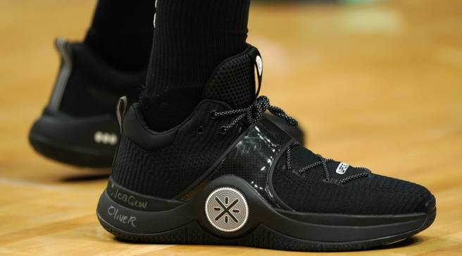 256f48ba519 Dwyane Wade Honors Parkland Shooting Victim With These Way of Wades