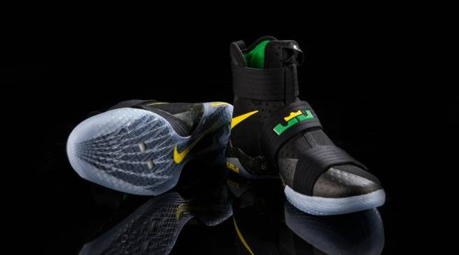 timeless design adc14 b34d2 The Oregon Ducks Get More Exclusive LeBron Sneakers