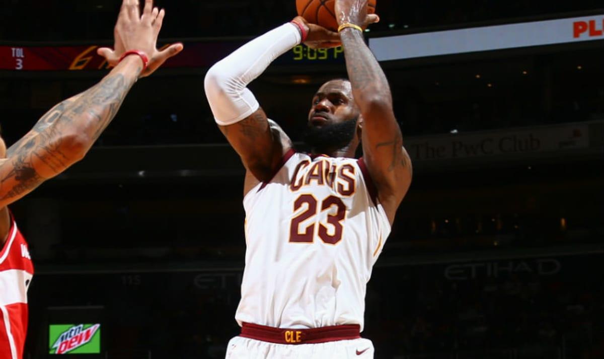377bf4112e4 LeBron James 57 Points Nike LeBron 15 Ghost