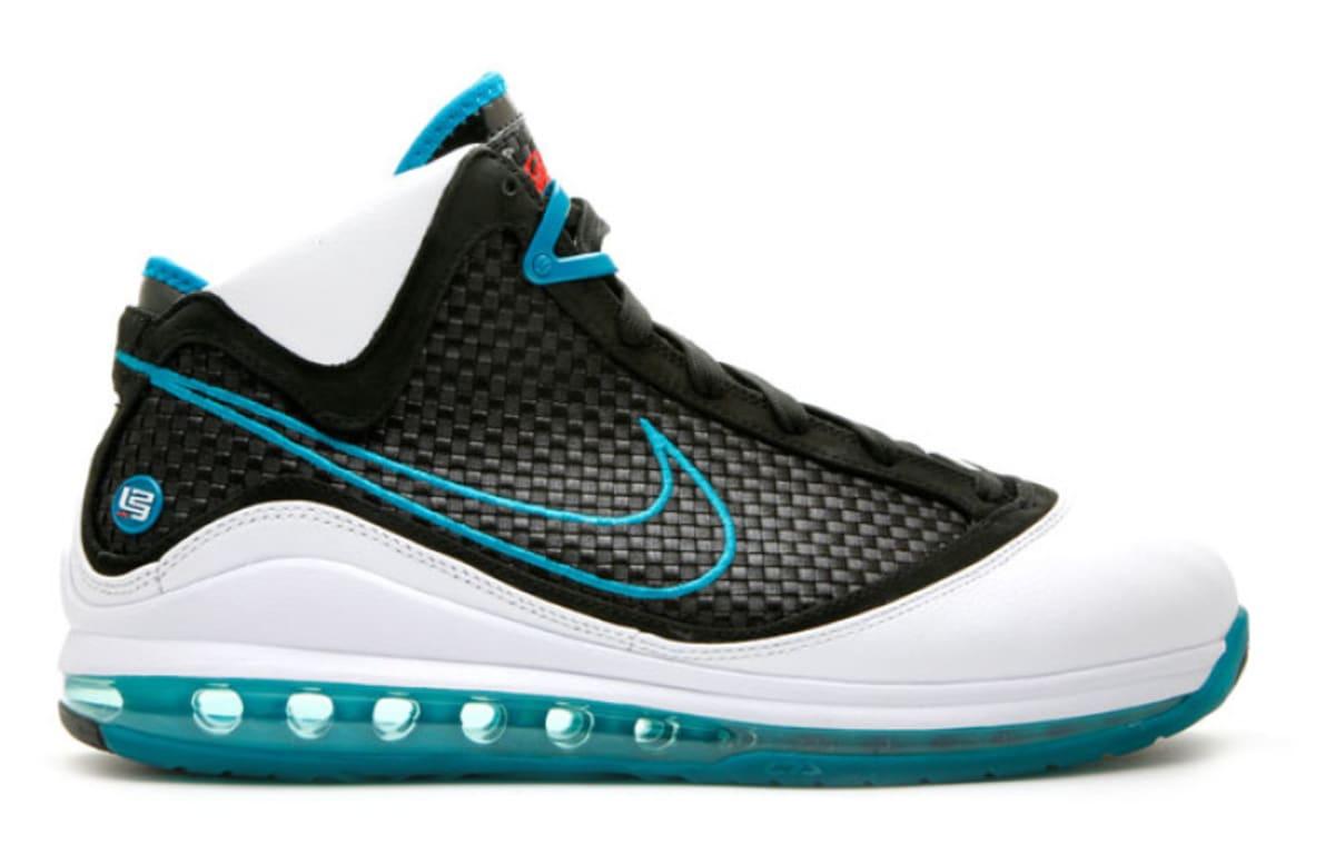 Is Nike Bringing Back the 'Red Carpet' LeBron 7?