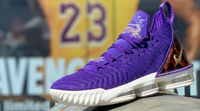 reputable site b0401 6b57f Nike LeBron | Sole Collector
