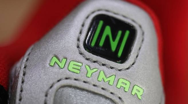 9a6e0605f4a75 Best Look Yet at Neymar s Nike Shox R4