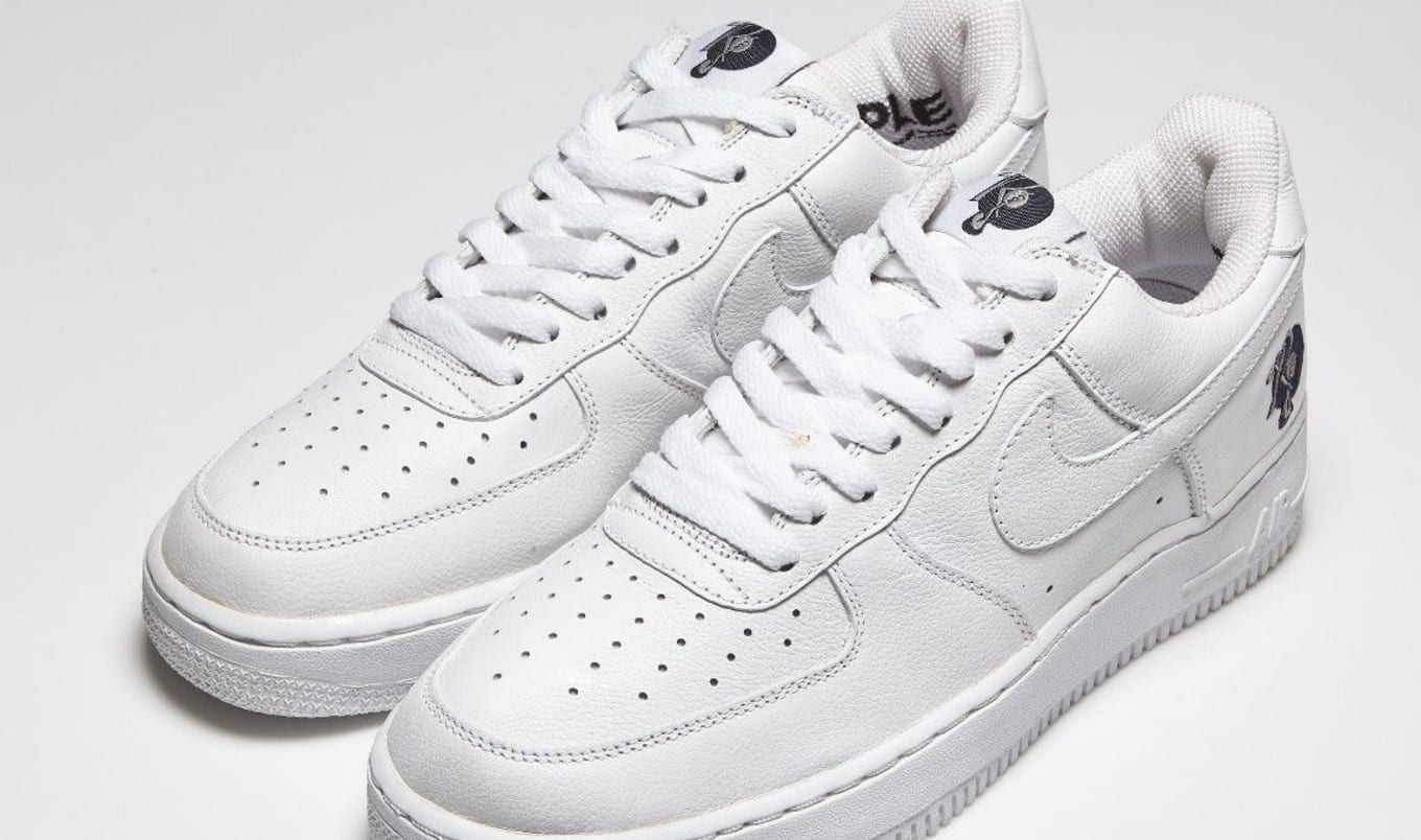 separation shoes 0e6b8 4a08a Nike Air Force 1 Low