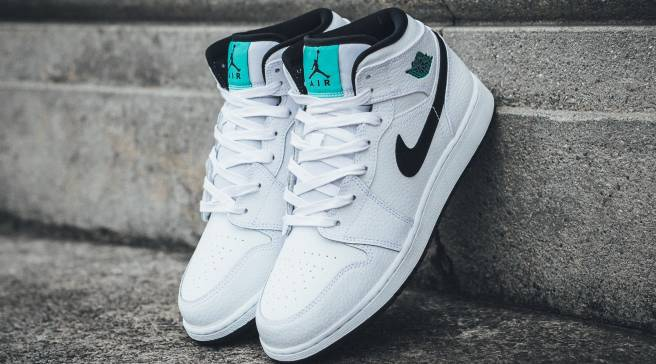 buy popular 4f44d 2f16f Hyper Jade Lands On This Air Jordan 1 Mid for Kids