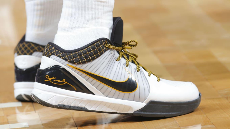 Isaiah Thomas Nike Kobe 4 POP Sole Falls Apart  cdaeadac5