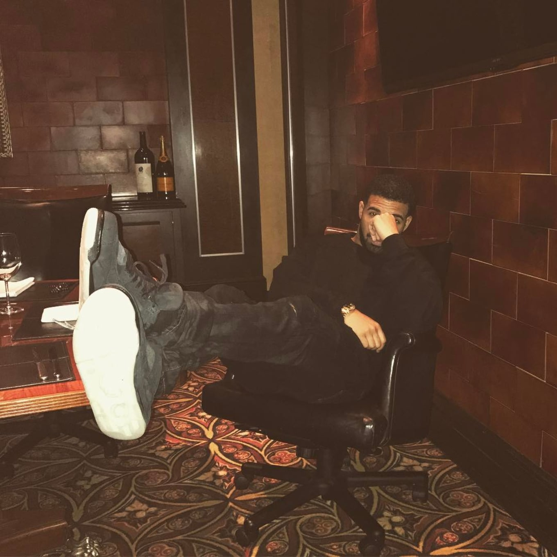 2c3eff4bcbcd94 Drake Has the Friends   Family Kaws x Air Jordan 4