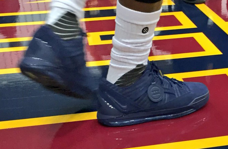 LeBron James Nike LeBron 3 Low Navy  5fc8153bd
