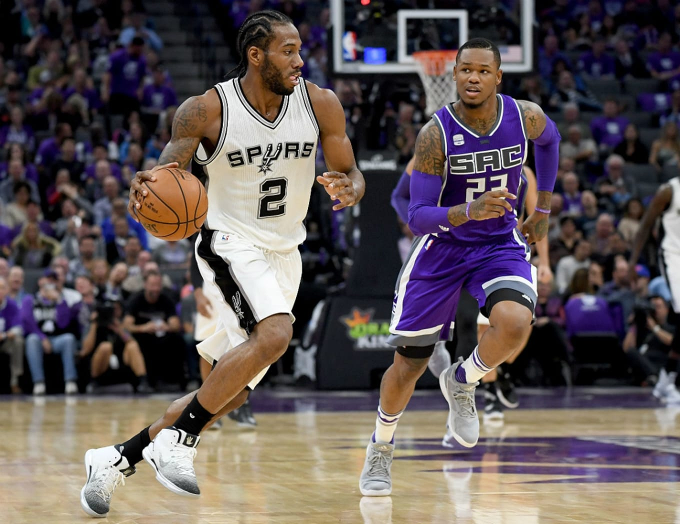 c0bbbc4b7962 Kawhi Leonard Wears White Black Air Jordan 31 PE