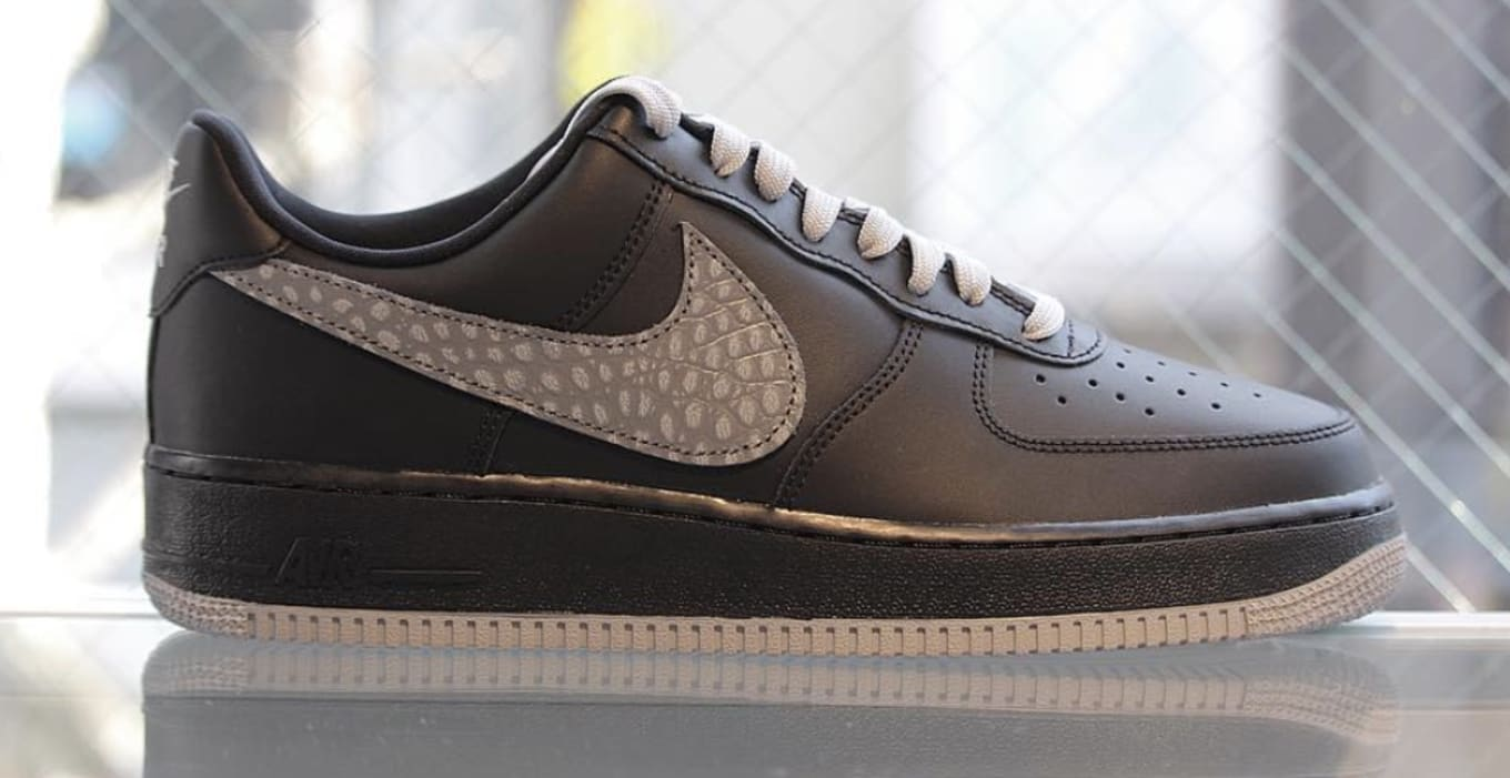 separation shoes abf0e dc49b Nike Air Force 1 Low