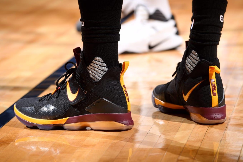 c419403e91e LeBron James Nike LeBron 14 Black Cavs PE