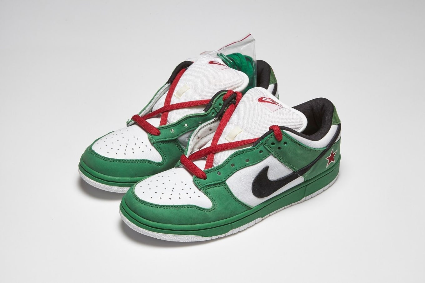 the latest 61cc2 bb754 Nike SB Dunk Low Heineken