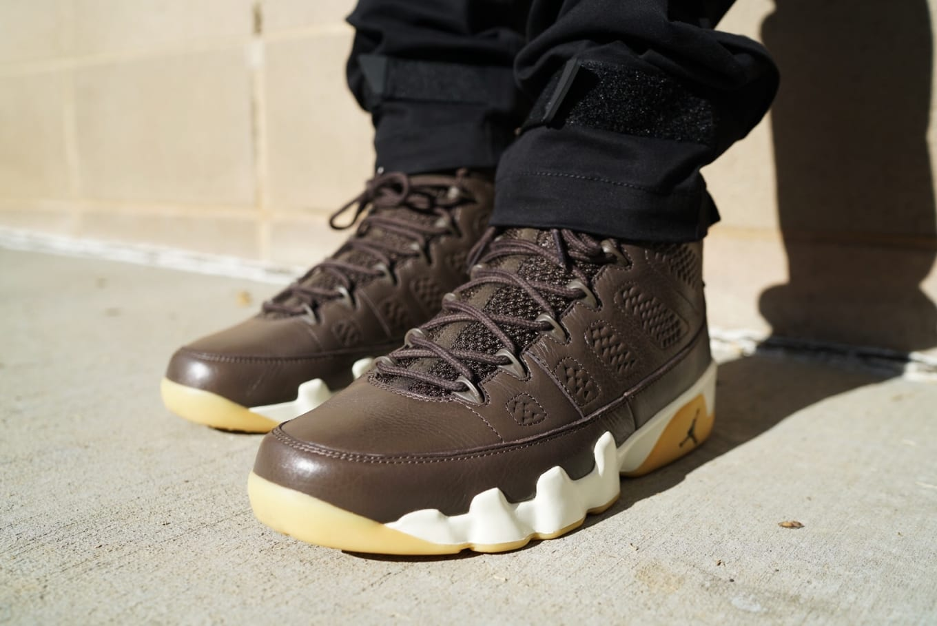 05a1fbb5f363 Anthony Hamilton Wears One of a Kind Air Jordan 9. See the model in chocolate  brown leather.