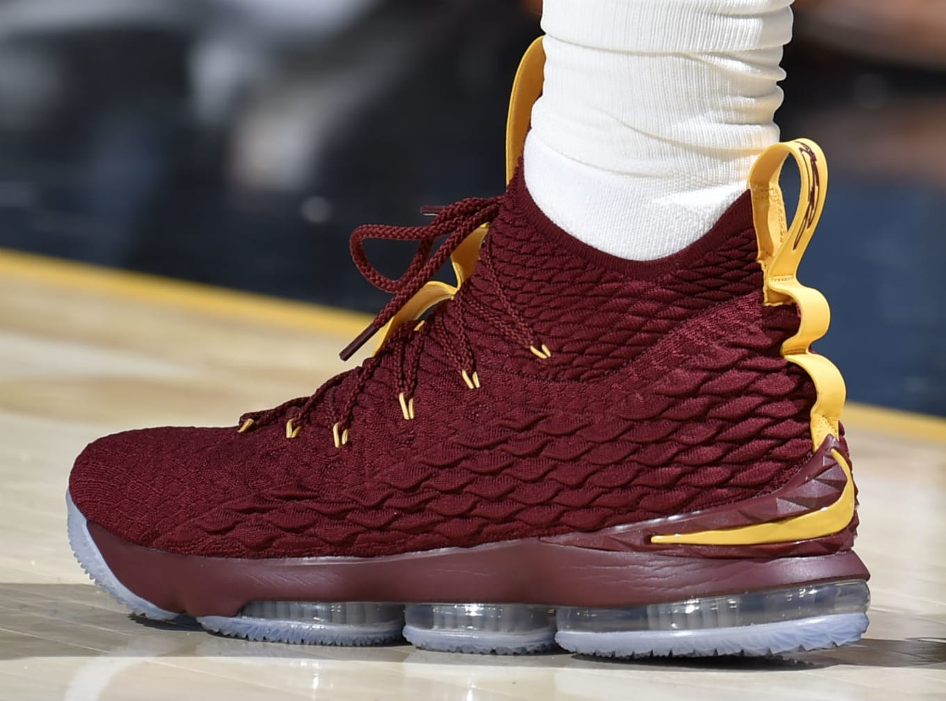c8f2c47d233  SoleWatch  LeBron James Hosts New York in Nike LeBron 15 PE