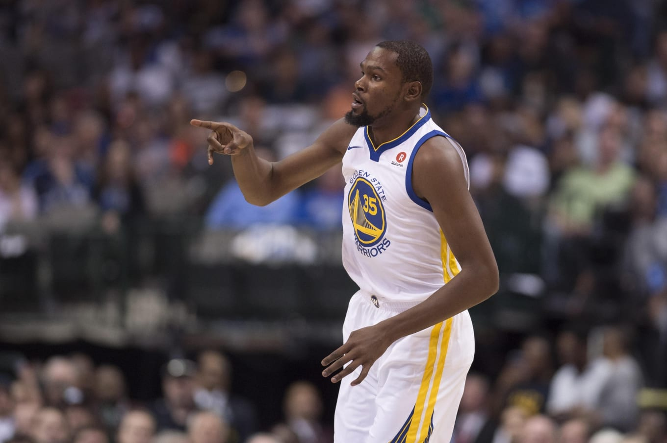 cheap for discount d4c2f 73333 Kevin Durant Makes Young Fan Cry with Game Worn Sneakers