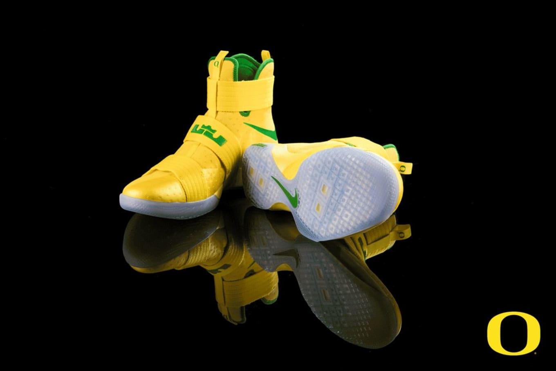 468285dda36 Oregon Ducks Nike LeBron Soldier 10 Yellow