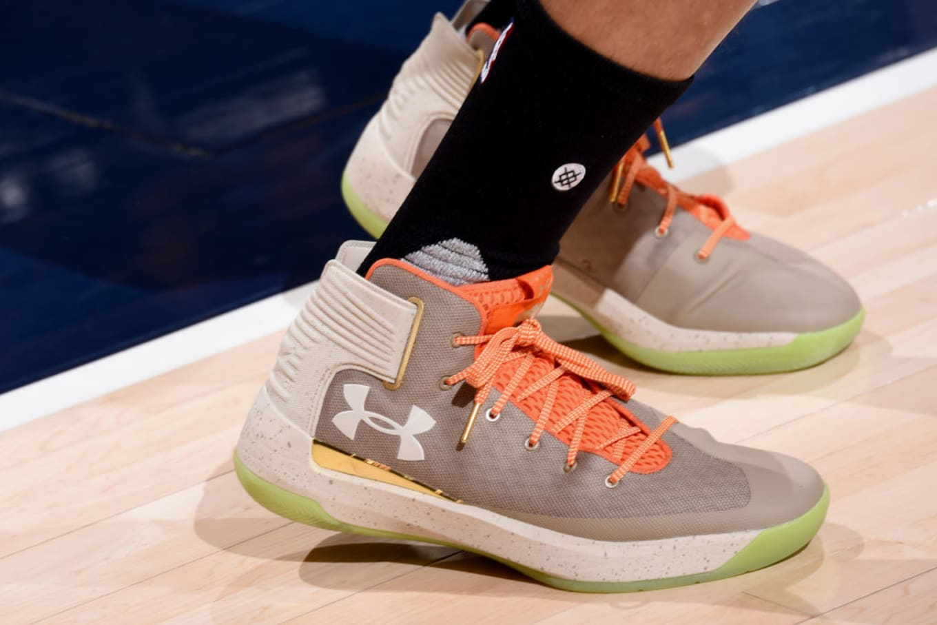 d5f21cdc717 Under Armour Curry 3ZER0