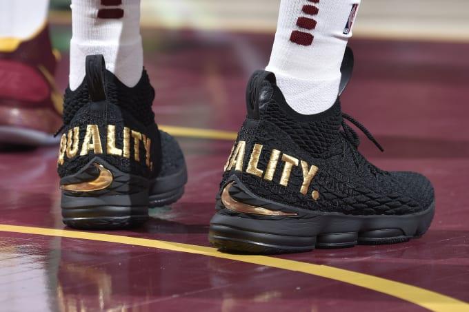 06d4d6058deaf NIKE Mens Lebron 15 Basketball Shoes Black Black