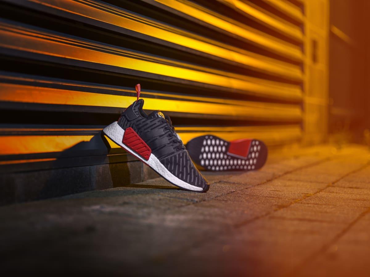 At Locker 9d813 Boost Hot Europe Yeezy Foot Adidas Efb61 sQrhdt