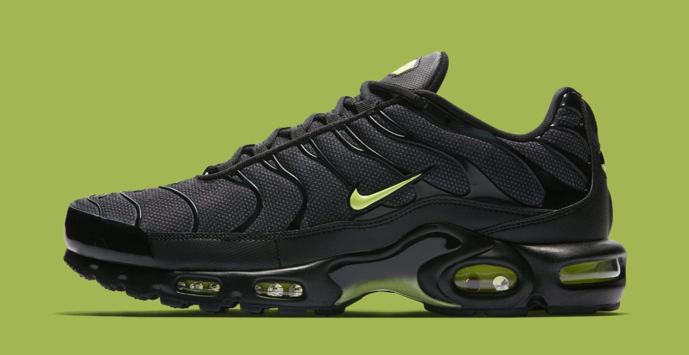 20c687e62252 Nike Air Max Plus  Black Volt Glow-Wolf Grey  AJ2013-001  Dark ...