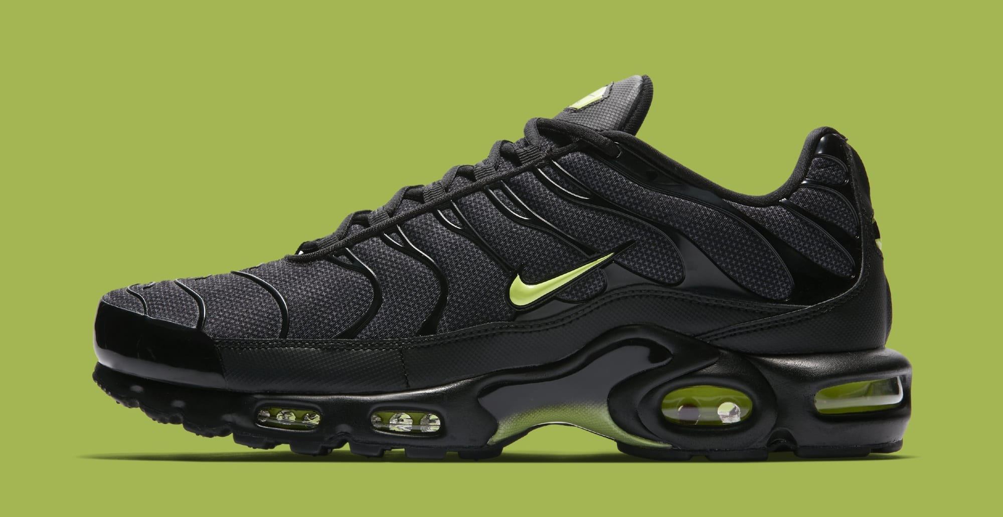 a904d57939f8c ... low price nike air max plus black volt glow wolf grey aj2013 001 34355  6635b