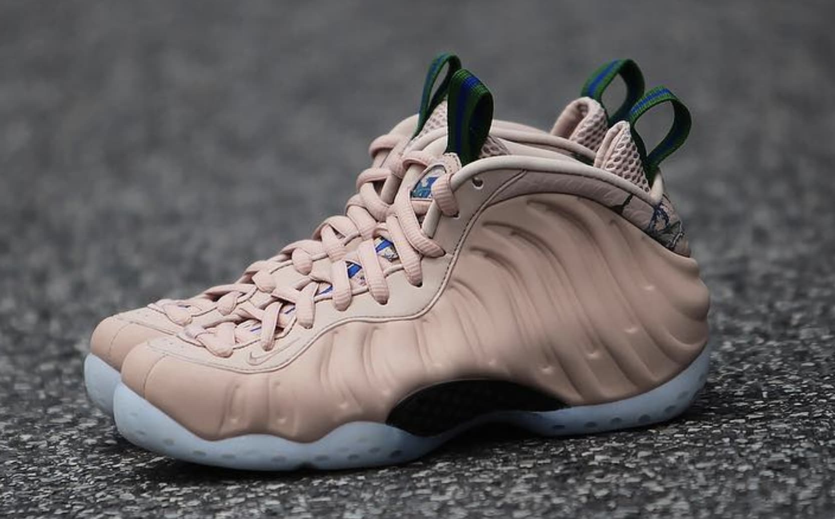 WMNS Nike Air Foamposite One 'Particle Beige' AA3693-200 (Pair)