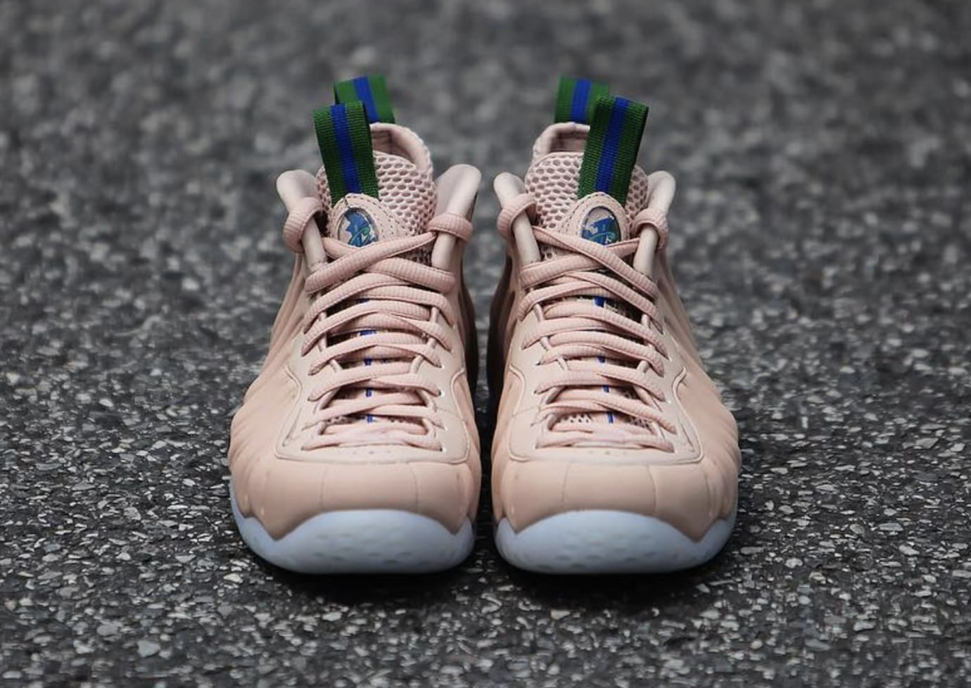 0d470d116081 Image via gc911 · WMNS Nike Air Foamposite One  Particle Beige  AA3693-200  (Front)