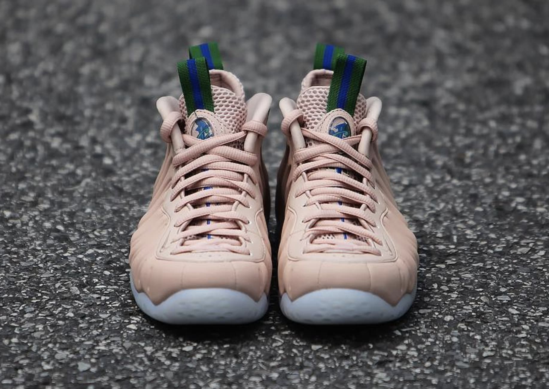 WMNS Nike Air Foamposite One 'Particle Beige' AA3693-200 (Front)