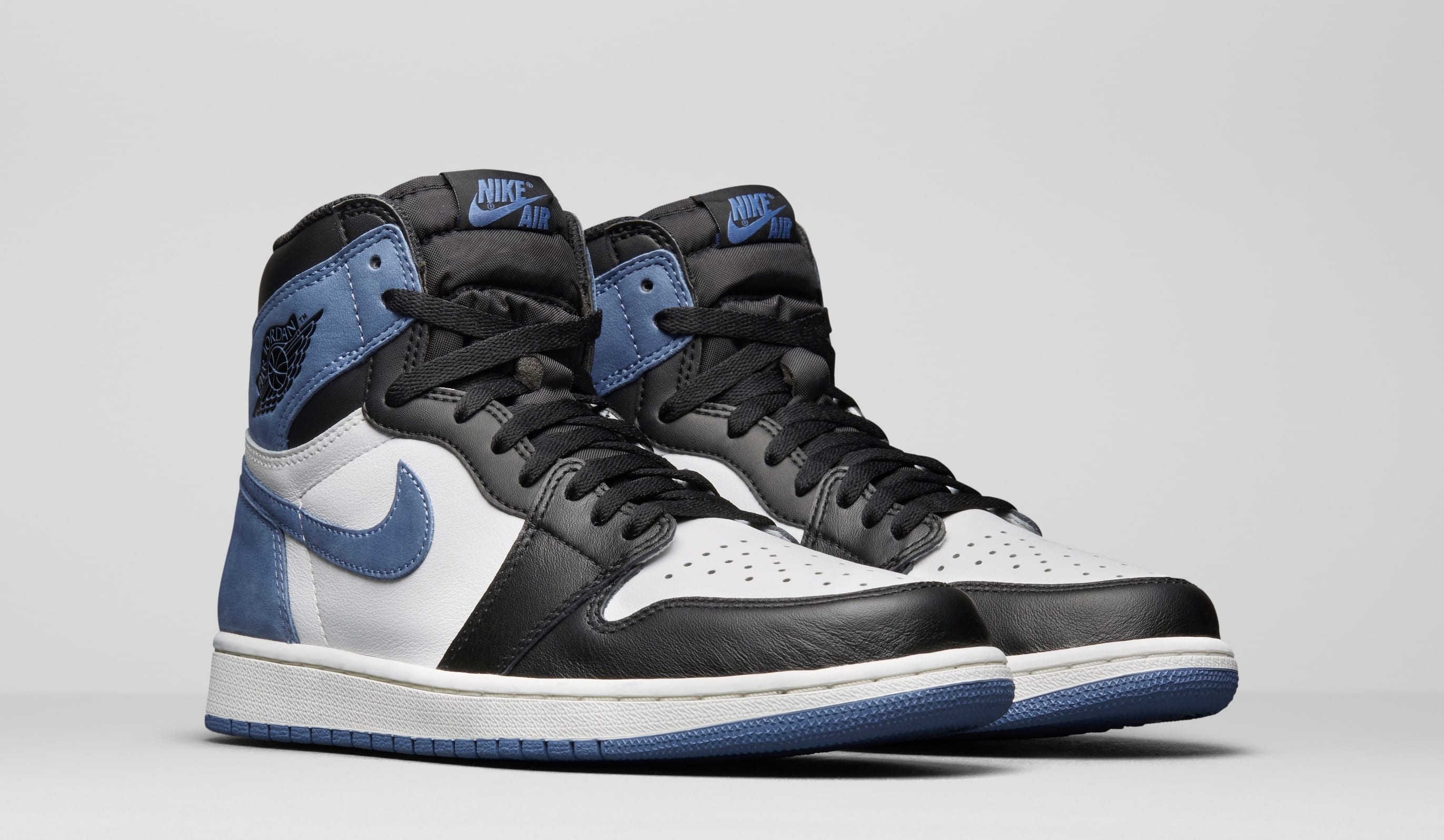 Air Jordan 1 High OG 'Blue Moon' 555088-115