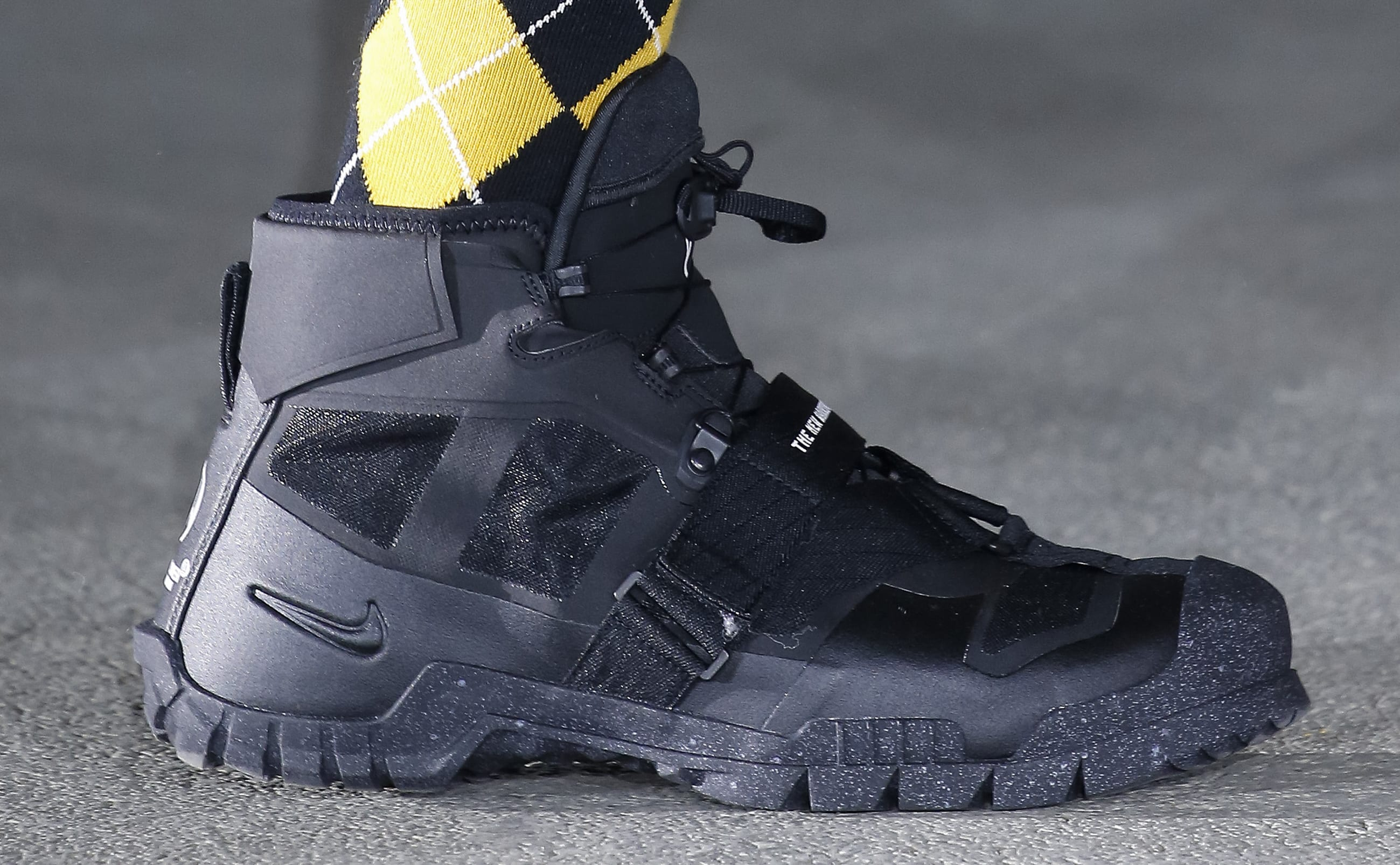 Undercover x Nike Paris Fashion Week Black High-Top (Lateral)