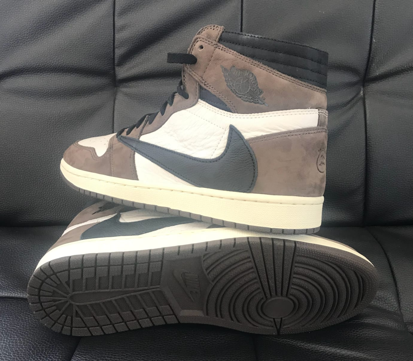 Travis Scott x Air Jordan 1 High OG TS SP CD4487-100 (Lateral and Sole)