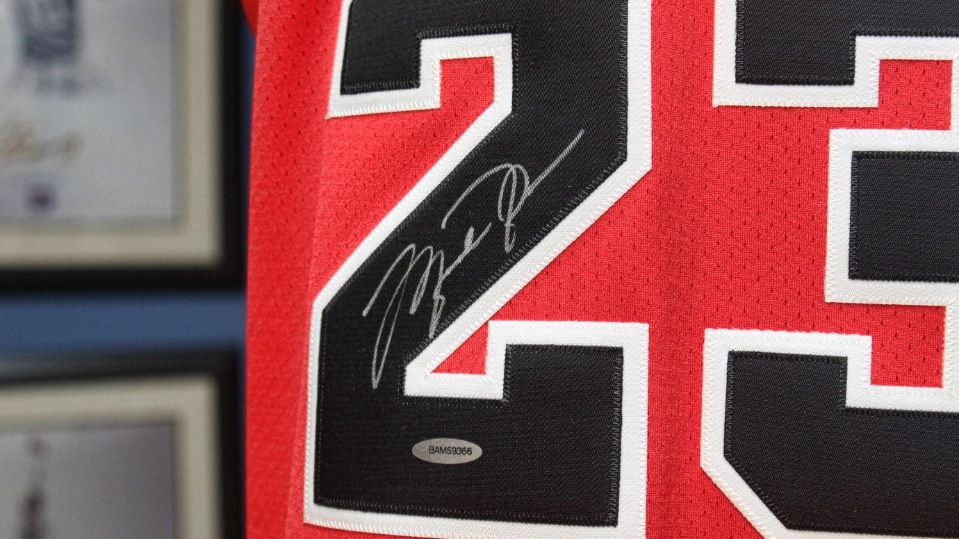 michael-jordan-signed-jersey