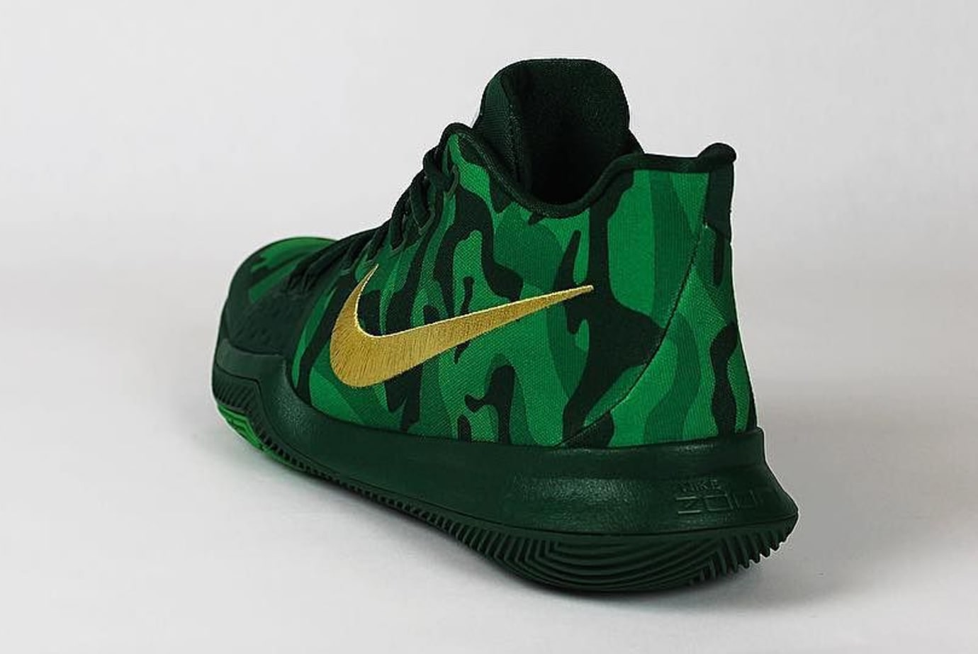 timeless design 54894 6aef1 Kyrie Irving Nike Kyrie 3 Green Camo Best Buddies PE Heel