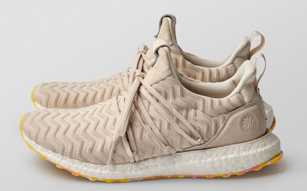A Kind of Guise x Adidas Ultra Boost Collective (Lateral)