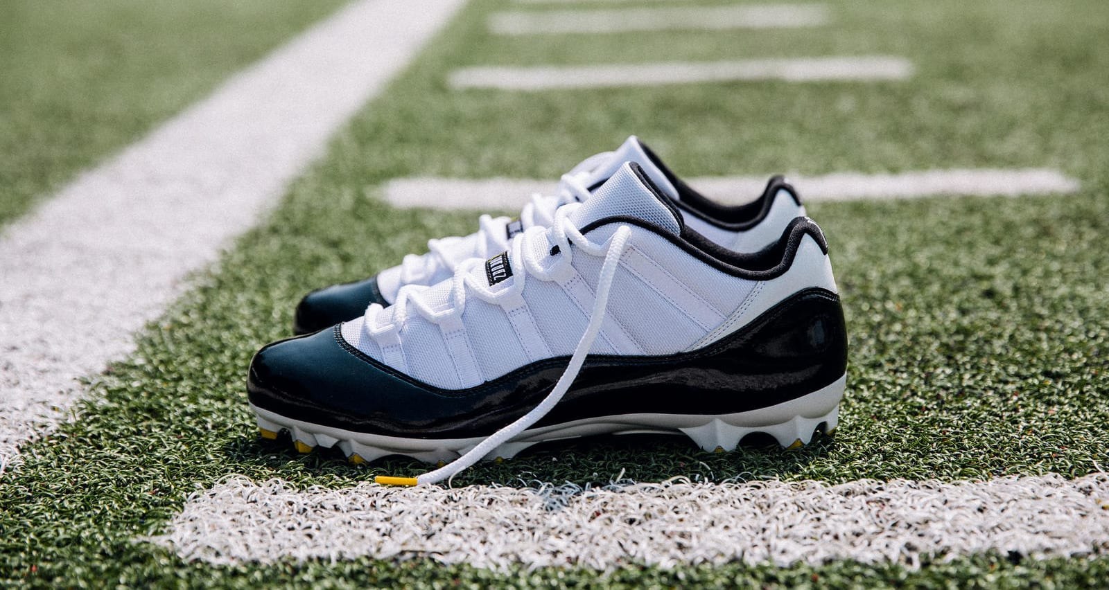Air Jordan 11 Cleats Le'Veon Bell PE (Away)