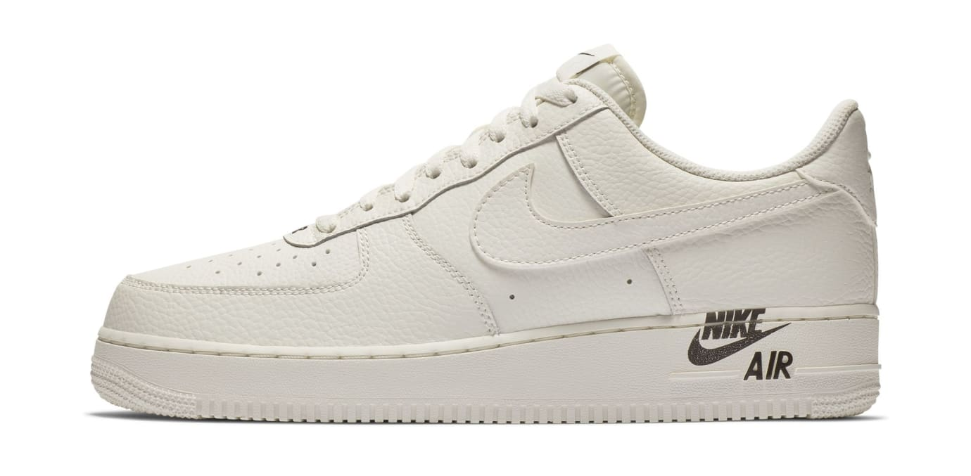 Nike Air Force 1 07 LTHR 'Sail' (Lateral)