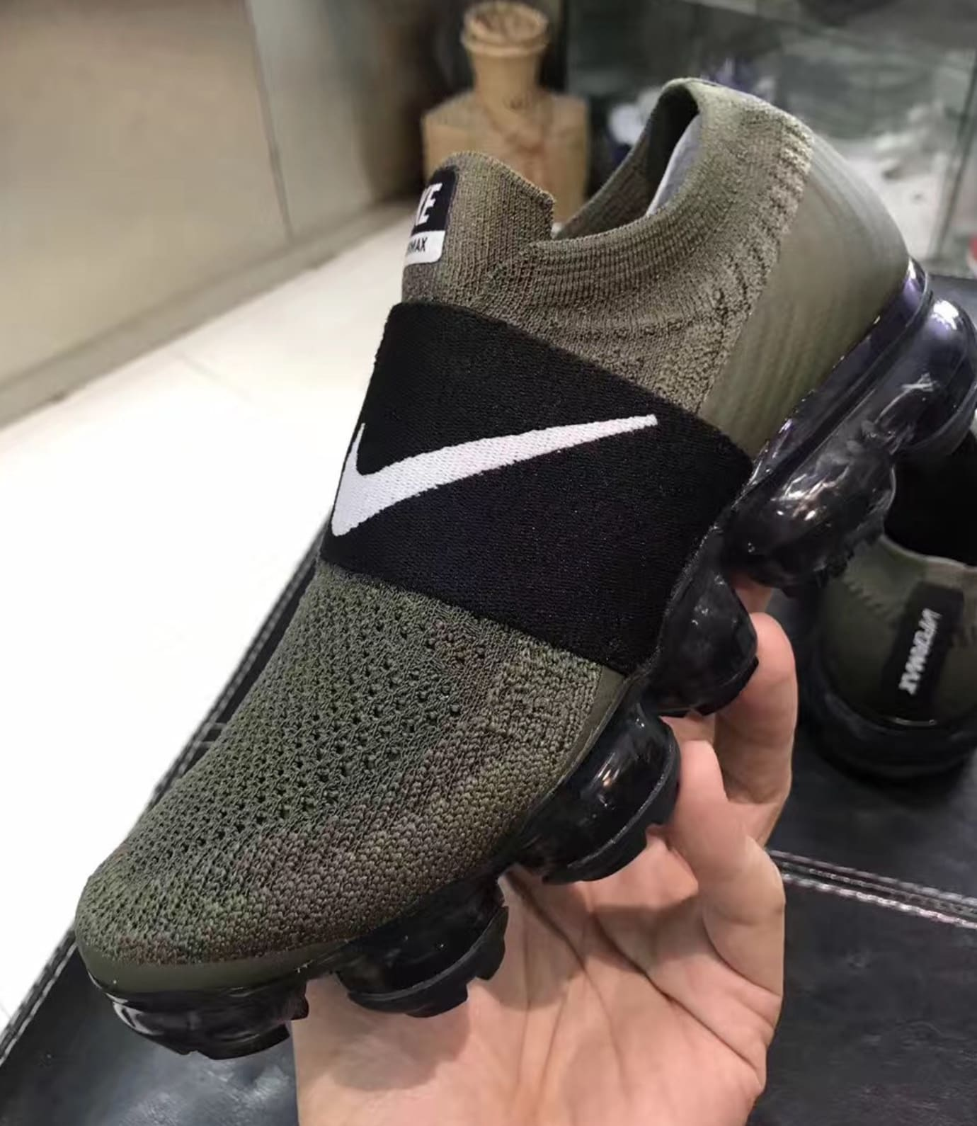 bd7aeea7990a Nike VaporMax Laceless Olive Black (Lateral2)
