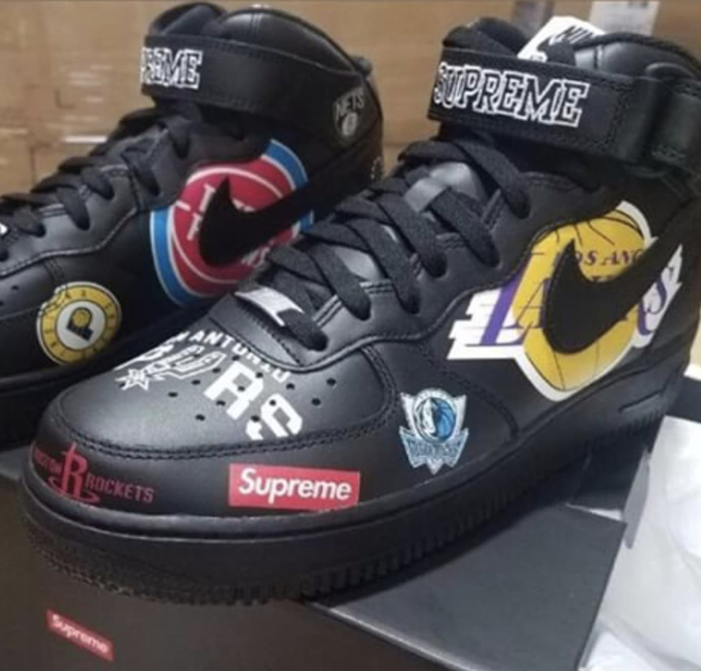 Supreme x Nike Air Force 1 Mid 'Black' AQ8017-001 1