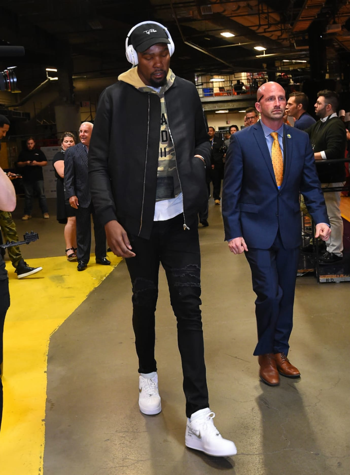 2527d6f86b224 LeBron James and Kevin Durant Debut the Off-White x Nike Air Force 1 ...