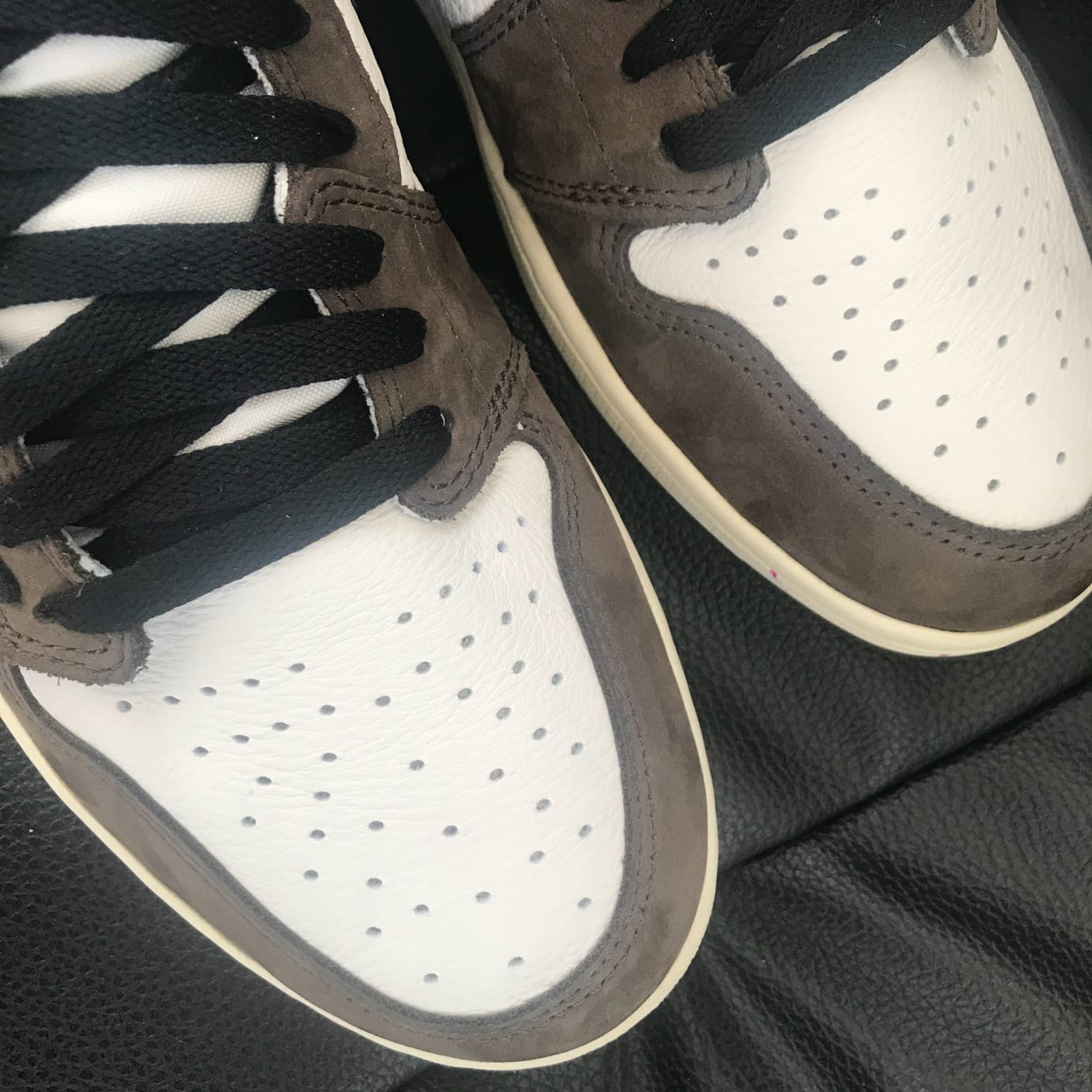 d14724e3829017 Image via Weibo.cn Travis Scott x Air Jordan 1 High OG TS SP CD4487-100  (Toe Box