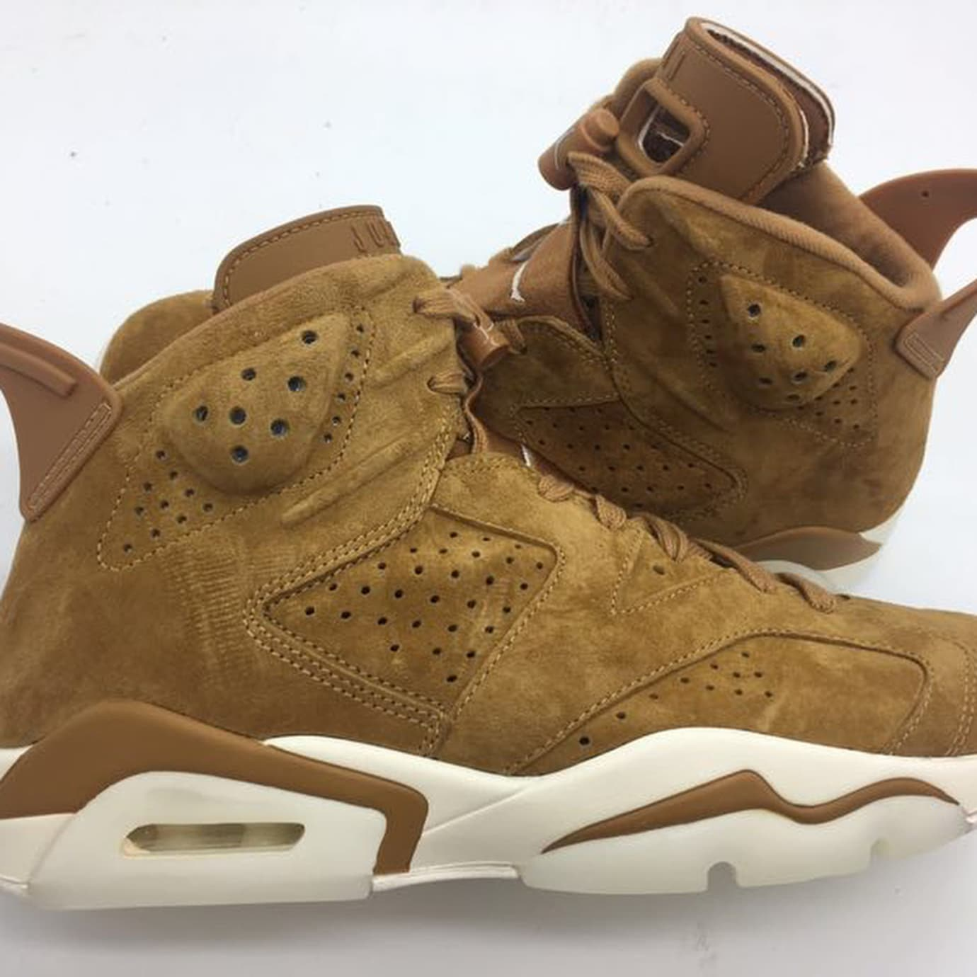 0fa7c87c5be71f Air Jordan 6 Golden Harvest Release Date Profile 384664-705