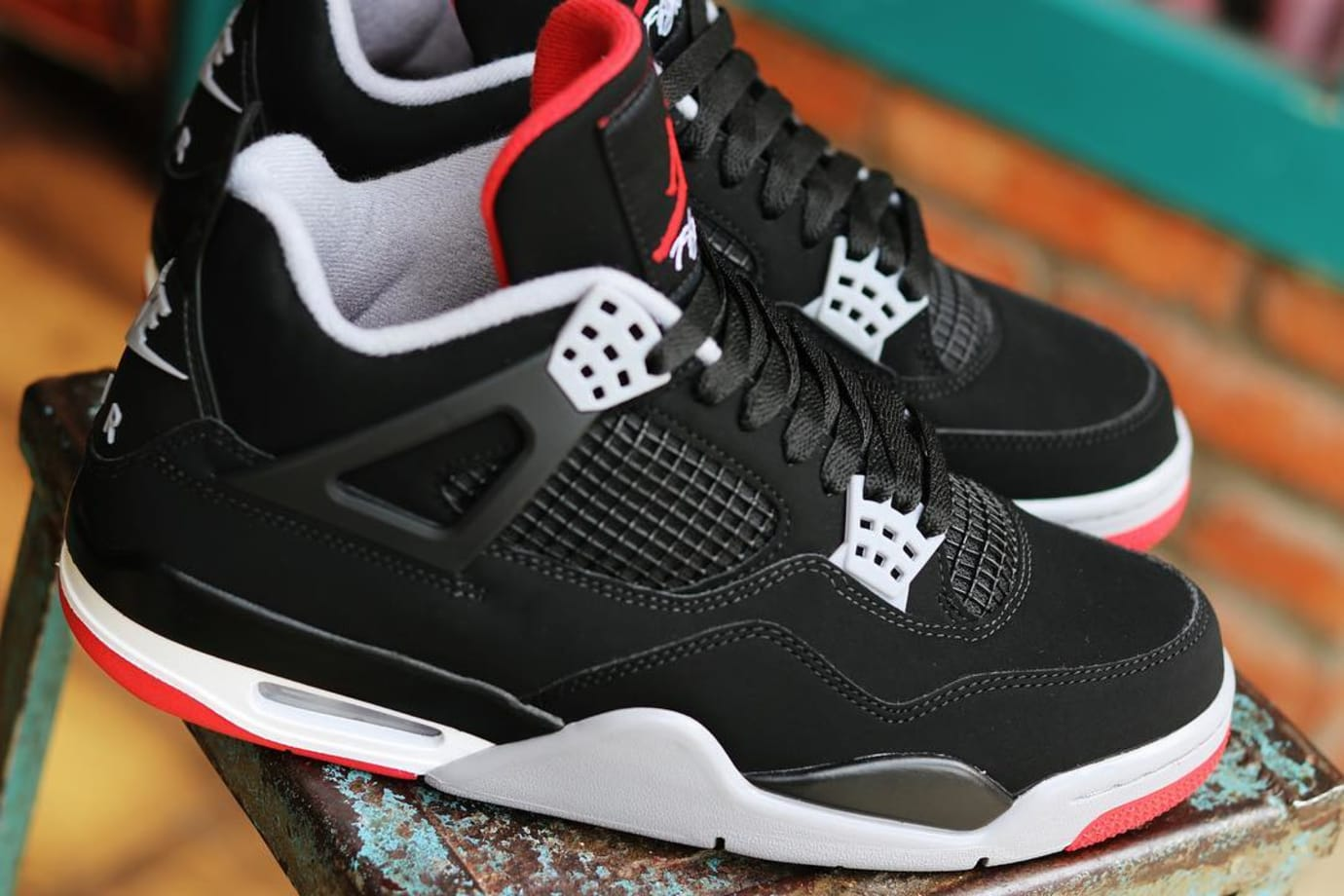 b619c59ef10 Image via ylt r3 · Air Jordan 4 2019  Bred  308497-060 Early Look Lateral  Side