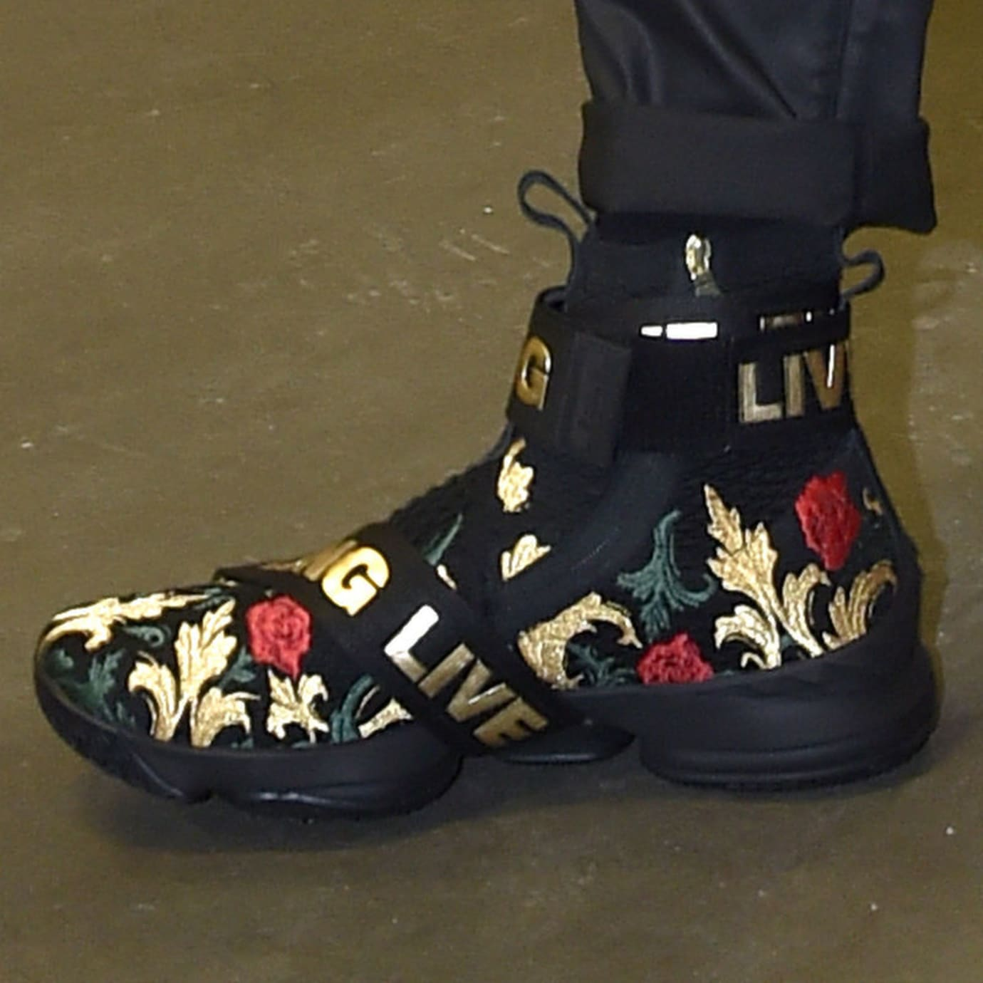 Kith x Nike LeBron 15 Strap Black Floral Close