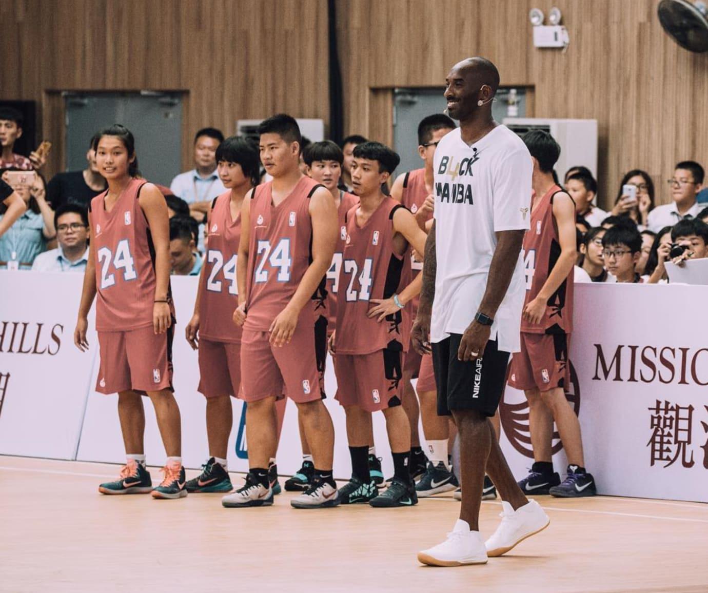 e07ae368a00f Kobe Bryant Wearing Nike Kobe AD Mid