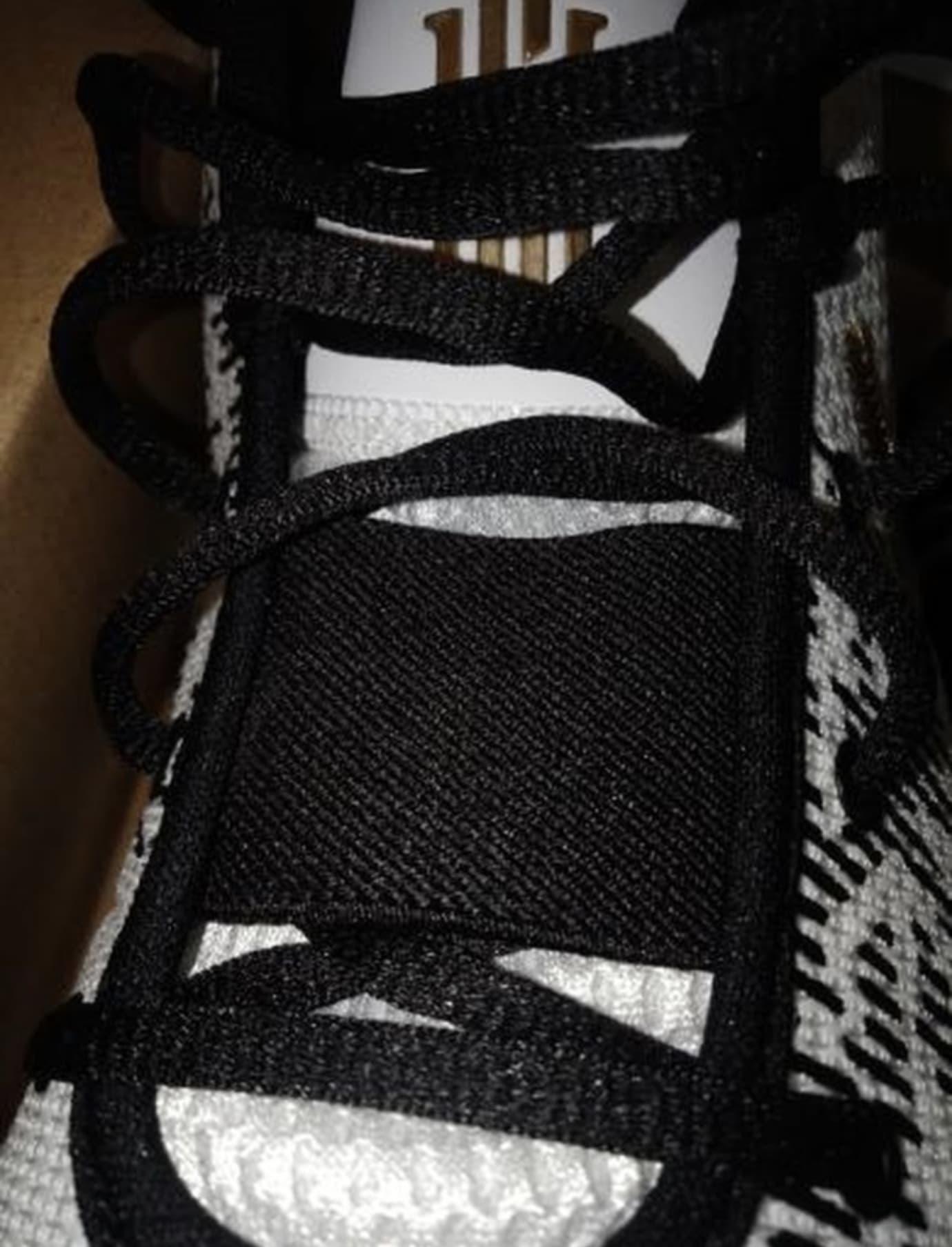 Nike Kyrie Flytrap 2 A04438-170 (Tongue)