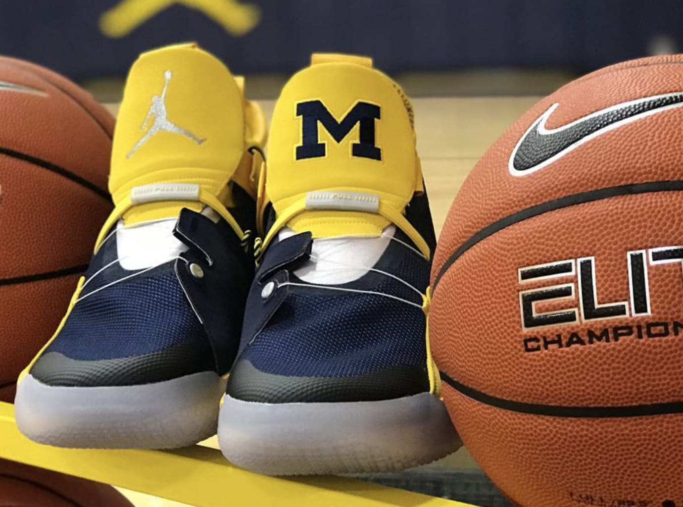 Air Jordan 33 'Michigan' PE 4